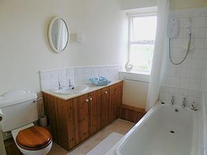 Honeycott Cottage - Bathroom